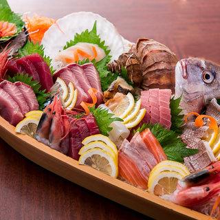 直送で仕入れた旬の鮮魚や魚介類を一番美味しい時期に