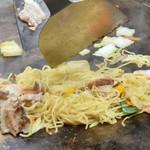 京のねぎ家 - 鉄板で料理