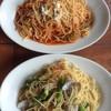 ボンジョルノ - 料理写真:「トマトソーススパゲティ ナス&パンチェッタ」「塩味のスパゲティ あさり&アスパラ」