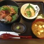 まぐろや - 料理写真:香草ぶっかけ丼(限定10食)