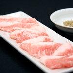 なかむらや - 塩コショウとわさび醤油で食べる豚トロ(ネック部分)は三元豚を使用しており。大変好評です!