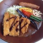 CURRY ON - 「金沢濃厚カレー」(中辛、ライス:ミニ)+「ロースカツ」「6種のカラフル野菜」「粗挽きウインナー」