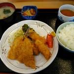 三笠食堂 - アジ・イカフライ盛り合わせ