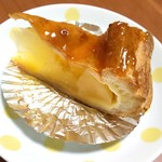 カラフル・ペア - 大きなリンゴがゴロゴロ入っているアップルパイ