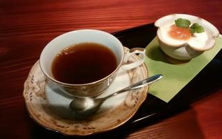 穂のcafe - 『コーヒー&チーズヨーグルトにイチジクのジャム添え』