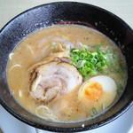 Menyashimpuukan - ど・ど・どとんこつ麺(780円)