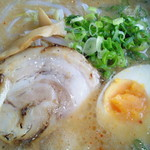 Menyashimpuukan - ど・ど・どとんこつ麺