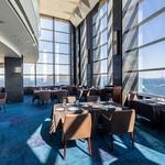 レストラン フィオーレ - 内観写真:昼間は窓から高松市街、瀬戸内海が見渡せる♪