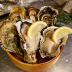 溝の口ドカンドカン酒場 - 料理写真:どこよりも安い生牡蠣を是非!