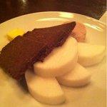 パウケ - レバーペースト、黒パン、ダイコン