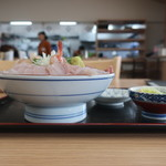 氷見 魚市場食堂 - 氷見浜丼(やわやわ盛り)横から