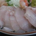 氷見 魚市場食堂 - すずき9切れ