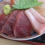 氷見 魚市場食堂 - 赤身4切れととろ2切れ