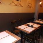 ハンバーグビストロ vinW - テーブル席