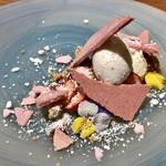 103531501 - デザート:苺と焼き菓子 ホワイトチョコレート ミルクのジェラート