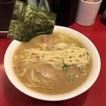 ラーメン 三七十家 - 平打ちストレート太麺