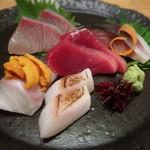 酒と蕎麦 こなから - 料理写真:本日のお造り盛り合わせ♪ よこわ、石鯛、真魚鰹(まながつお) かんぱち雲丹、鯖(きずし)