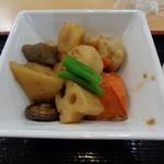 大衆食堂 半田屋 - 筑前煮¥136