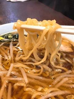栄来軒 - 麺リフト