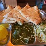 ガンジー - 料理写真:チーズナンセット