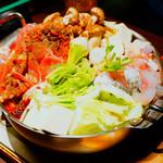 台灣食堂 - パクチー麻辣火鍋