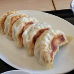かなめ - 料理写真:餃子の皮はモッチモチ♪