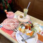 喫茶ツヅキ - プリンパフェ(900円)/生キウイジュース(550円)/ 生イチゴジュース(550円)