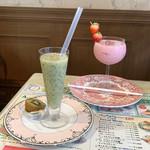喫茶ツヅキ - 生キウイジュース(550円)/ 生イチゴジュース(550円)