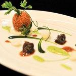 ラ ターブル ドゥ ジョエル・ロブション - ブルゴーニュ産エスカルゴ 二種類の料理法で仕上げ、滑らかな百合根のピュレに乗せてパセリの香りで