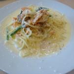 プルンニャカフェ - 料理写真:サーモンとほうれん草のクリームソース