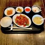 中国菜 燕燕 - ランチの鶏と野菜のピリ辛山椒炒め  ¥850