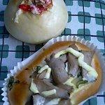ベーカリー 「パステリア」 - (上)たこ焼きパン、(下)エリンギ・大 各150円