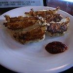 三本足 - 料理写真:焼きぎょうざ