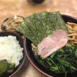 武蔵家 - 料理写真:ほうれん草増し中盛り+メンマ