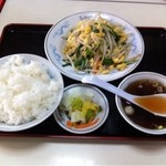 10361642 - ニラ玉定食