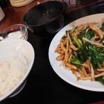 台北101 - ニラ豚炒め定食