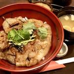 Koujigura - 鹿児島黒豚炭焼き丼1000円