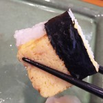 玄海鮨 - 玉子焼き  シャリを挟んでます