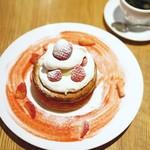 カフェ&ブックス ビブリオテーク - 『クリスマスミルキークリームパンケーキ』