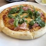 Gasse - プロシュートとルッコラのピザ