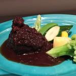 牛ホホ肉のブラザート 赤ワイン煮込み