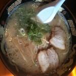 麺屋ラ賊 - 上品な白濁スープです。
