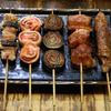 喜多八 - 料理写真:女性に人気の梅巻やベーコン・トマト、定番のつくねなど、焼き鳥&串焼きは約30種