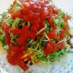 KING TACOS - タコライスチーズ野菜 に チリソースを大量投入