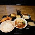 きじべえ - 料理写真:日替わり定食(唐揚げハンバーグ)
