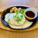レイクサイドココス店 - 料理写真:モッツァレラトマトハンバーグ