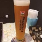 ドイツ料理 ピラミッド - パウラーナー  ヴァイスビアにしてはマイルドだけど、ヴァイスビアの風味がしっかりあって美味い!これのまなきや!