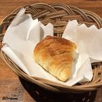 肉バルサンダー - アンチョビ入りクロワッサン