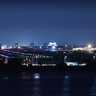 羽田空港や工場夜景を一望できる特別な空間