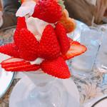 アメルベイユ - 紅ほっぺ苺のパフェ